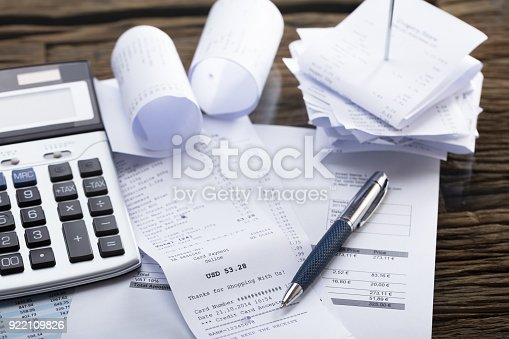 istock Calculator And Pen On Receipt 922109826