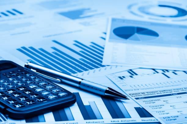 calculator. - rapporto finanziario foto e immagini stock