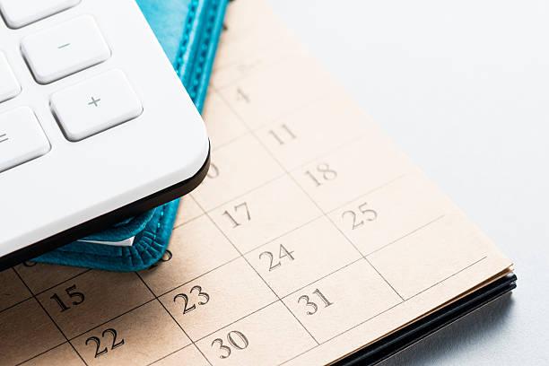 Kalender und Büromaterial. – Foto