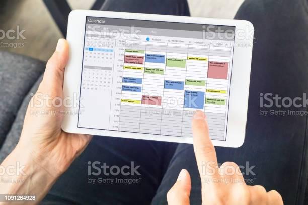 Calendar app on tablet computer with planning of the week with and picture id1091264928?b=1&k=6&m=1091264928&s=612x612&h=2zy0qa2ryngbqqf6ui2enlc27ejowxbmvuzukeqxfqo=