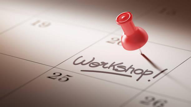 Concept de calendrier avec une épingle rouge - Photo