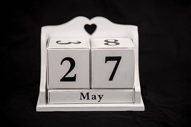 Calendario cubos pueden, veinte séptimo, 27, 27 - foto de stock