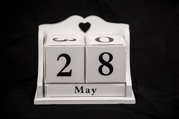 Calendario cubos pueden, 8, 24, 28, 28 - foto de stock
