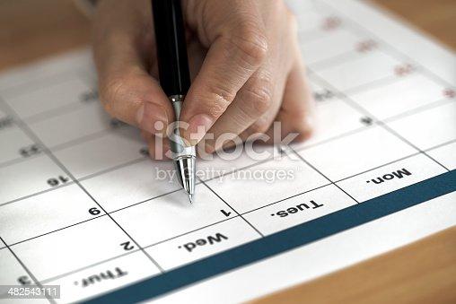 istock calendar 482543111