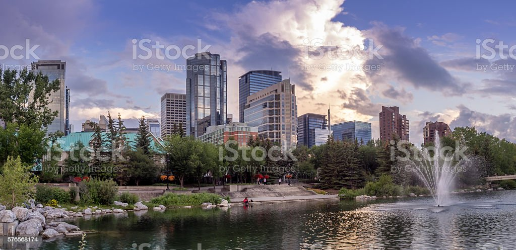 Calgary's skyline in the evening - foto stock