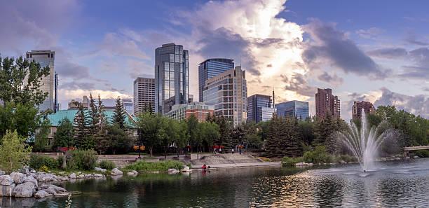 Calgary's skyline in the evening - foto stock