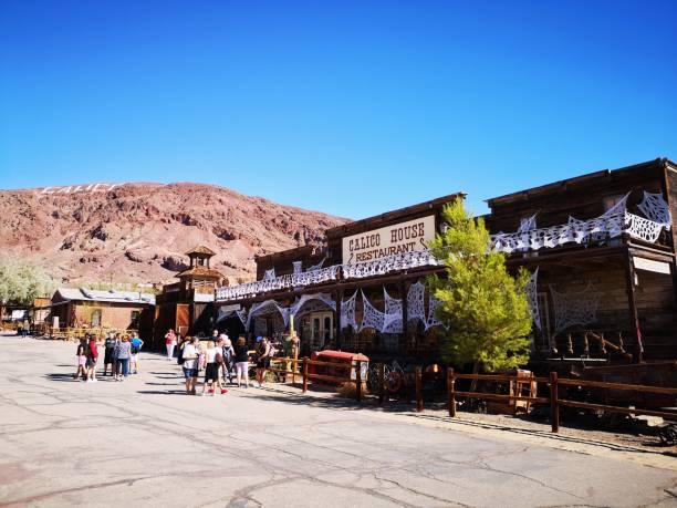 calico ghost town, yermo, california, usa - город призрак стоковые фото и изображения