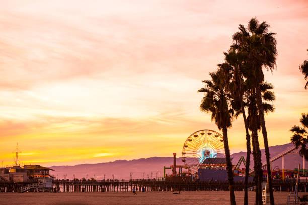 kalifornien schönen sonnenuntergang in santa monica-los angeles - kleinere sehenswürdigkeit stock-fotos und bilder