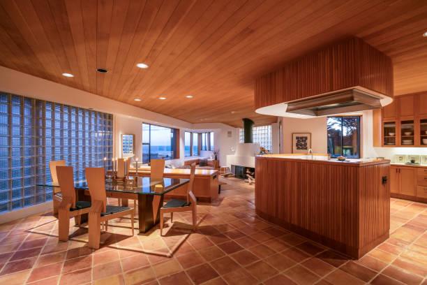 california coastal home - küche rustikal gestalten stock-fotos und bilder