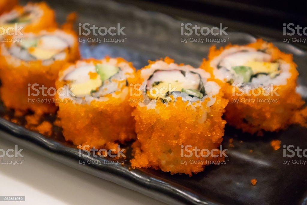 California maki sushi roll op zwarte plaat, Japans eten - Royalty-free Achtergrond - Thema Stockfoto
