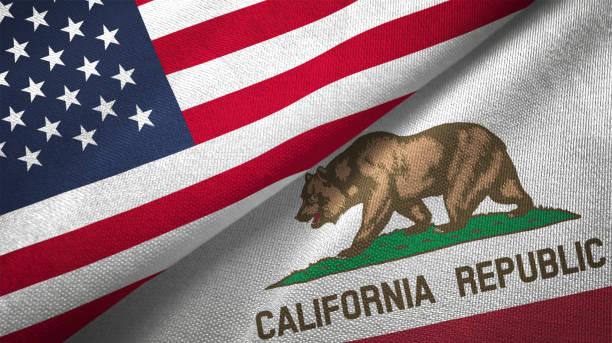 Estado de California y Estados Unidos dos banderas juntos relaciones textil tela tela textura - foto de stock
