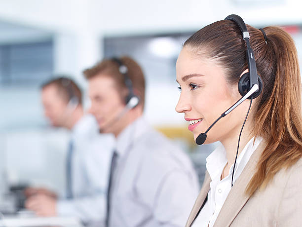 Call center Betreiber im Büro arbeiten. – Foto