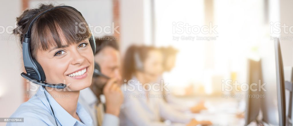 Call center worker accompanied by her team. - foto stock