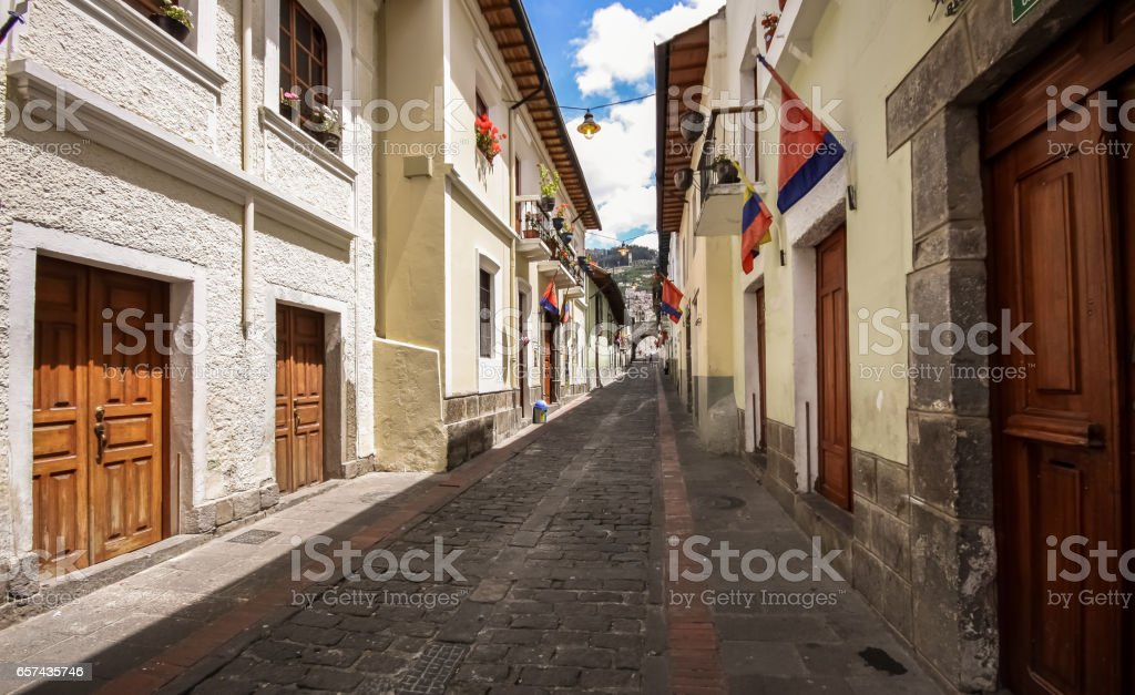 Calle La Ronda, typical colonial street in historic district, Quito – Foto