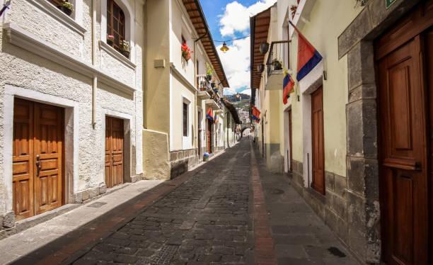 Calle La Ronda, typical colonial street in historic district, Quito – Foto