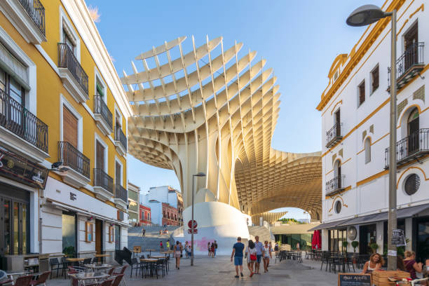 Calle Regina view of Regina street. In the background the Metropol Parasol (by architect Jurgen Mayer H). Taken in the summer of 2018  Sevilla, Spain 9/10/2018 santa cruz seville stock pictures, royalty-free photos & images
