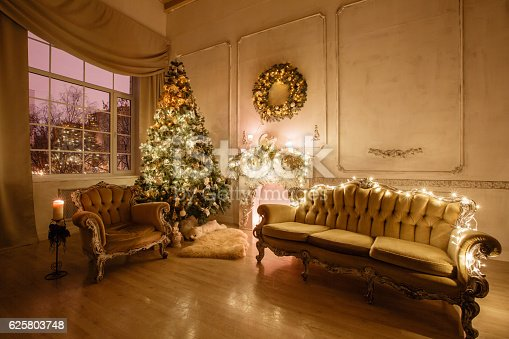 istock Calm image of interior Classic New Year Tree decorated in 625803748