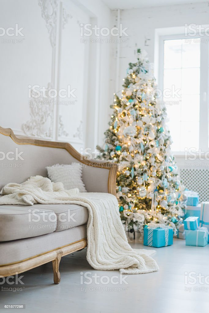 Calm image of interior luxury home living room decorated christmas photo libre de droits