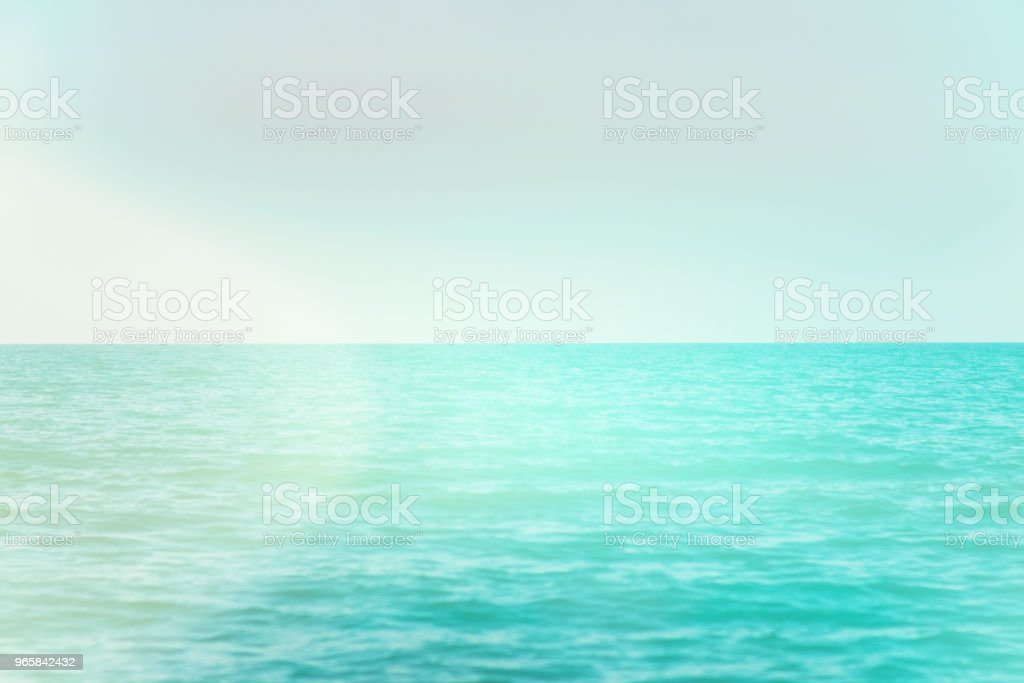 Kalm rustig blauwe zee met geen golven en mistig achtergrond licht toning - Royalty-free Abstract Stockfoto