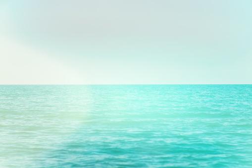 Kalm Rustig Blauwe Zee Met Geen Golven En Mistig Achtergrond Licht Toning Stockfoto en meer beelden van Abstract