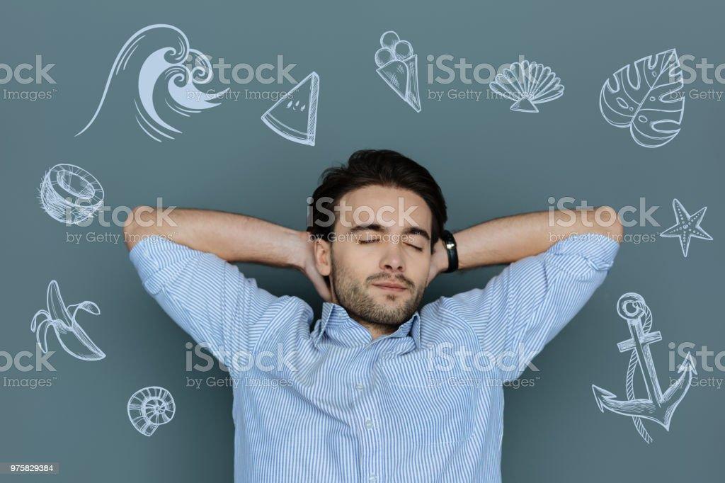 Ruhigen jungen Mann, seine Augen schließen und entspannen am Meer - Lizenzfrei Ein Mann allein Stock-Foto