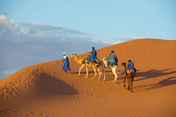 Wielbłąd Caravan w Sahara Desert – zdjęcie