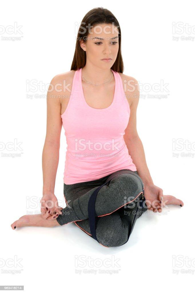 Pose de chameau, le sanskrit garudasana avec accessoires d'yoga - bloc d'yoga - Photo de Activité libre de droits