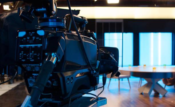 kamera-fernsehen im studio arbeiten - film oder fernsehvorführung stock-fotos und bilder