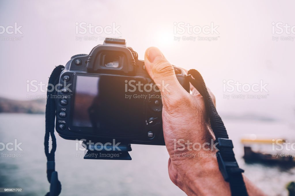 Camera on river background in vintage picture style - Стоковые фото Горизонтальный роялти-фри