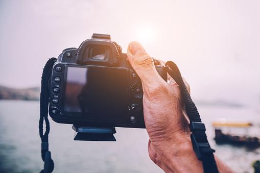 Camera Op Rivier Achtergrond In Vintage Afbeeldingsstijl Stockfoto en meer beelden van Afgelegen