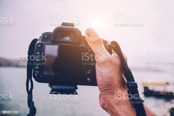 Камера На Речном Фоне В Винтажном Стиле Изображения — стоковые фотографии и другие картинки Горизонтальный