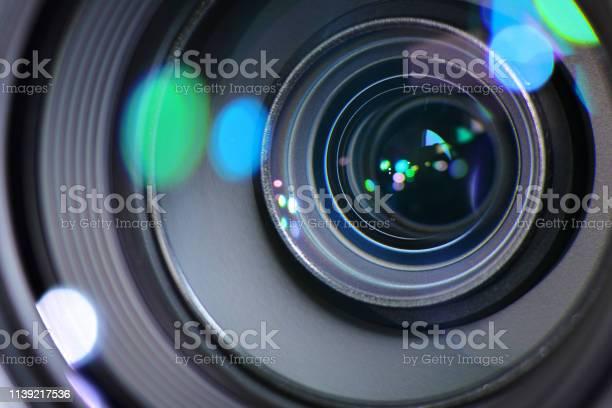 Photo libre de droit de Zoom Avant Ou Arrière De La Caméra Pour Cibler Une Image Nette Et Capturer Une Photo Ou Une Vidéo banque d'images et plus d'images libres de droit de Appareil photo