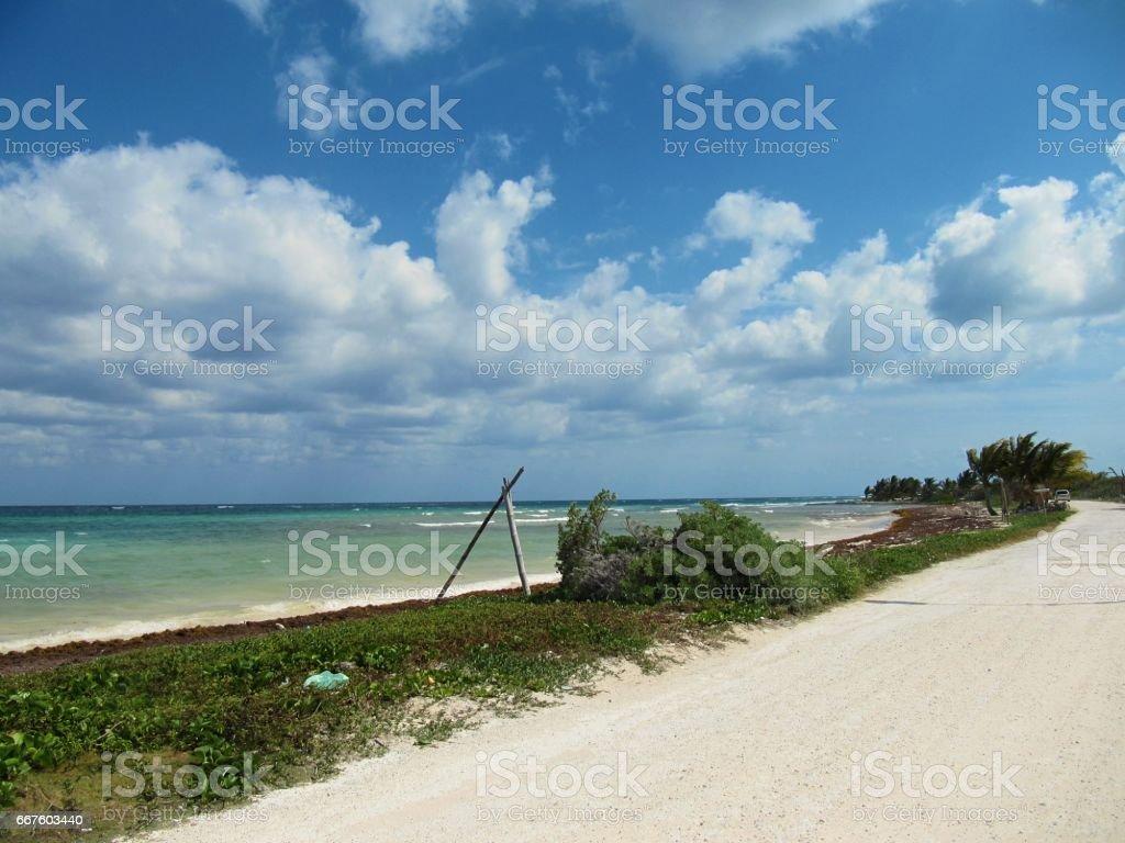 Camino a la orilla del mar stock photo