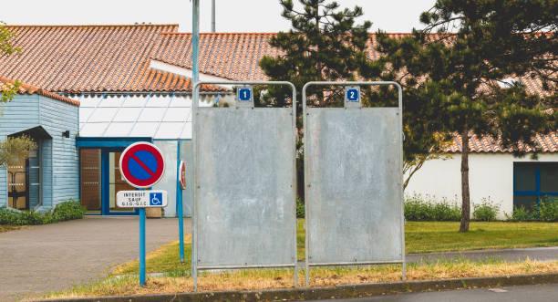 campagne billboard voor de presidentsverkiezingen in frankrijk - rutte stockfoto's en -beelden