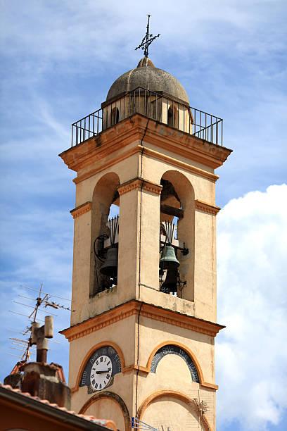 campanile bell tower - klokkentoren met luidende klokken stockfoto's en -beelden