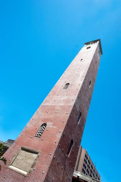 campanile klokkentoren, port elizabeth, zuid-afrika - klokkentoren met luidende klokken stockfoto's en -beelden