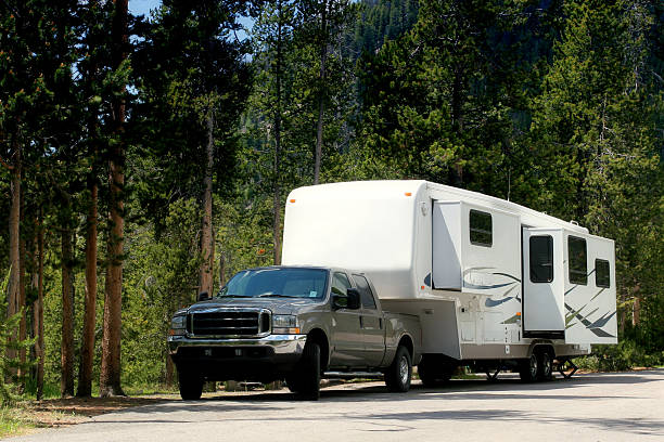 camper trailer in yellowstone - caravan stockfoto's en -beelden