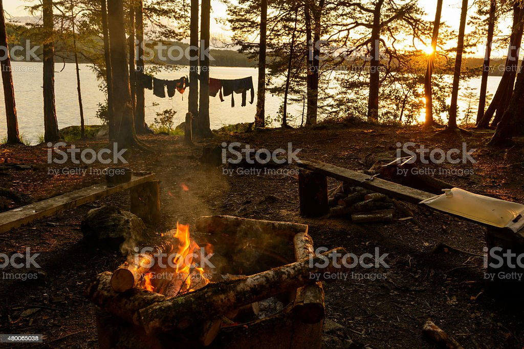 Campfire on an island in a Swedish lake​​​ foto