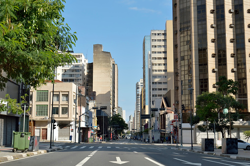 istock Campinas, SP/ Brazil downtown Avenue 'Francisco Glicerio' on a weekend day 915883558