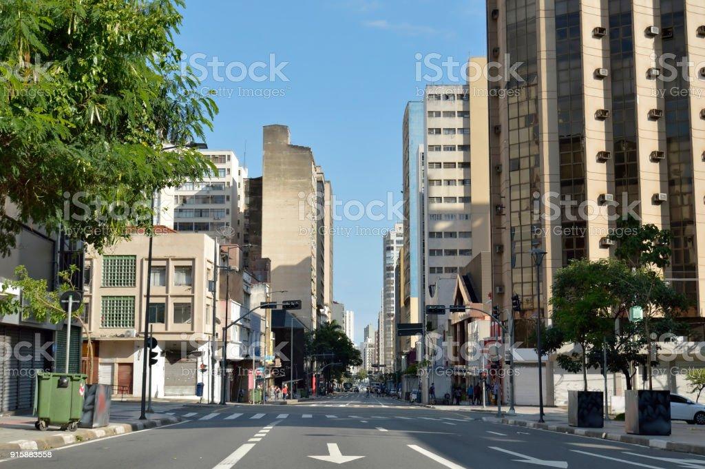 Campinas, SP / centro de Brasil Avenida 'Francisco Glicério' em um dia de fim de semana - foto de acervo