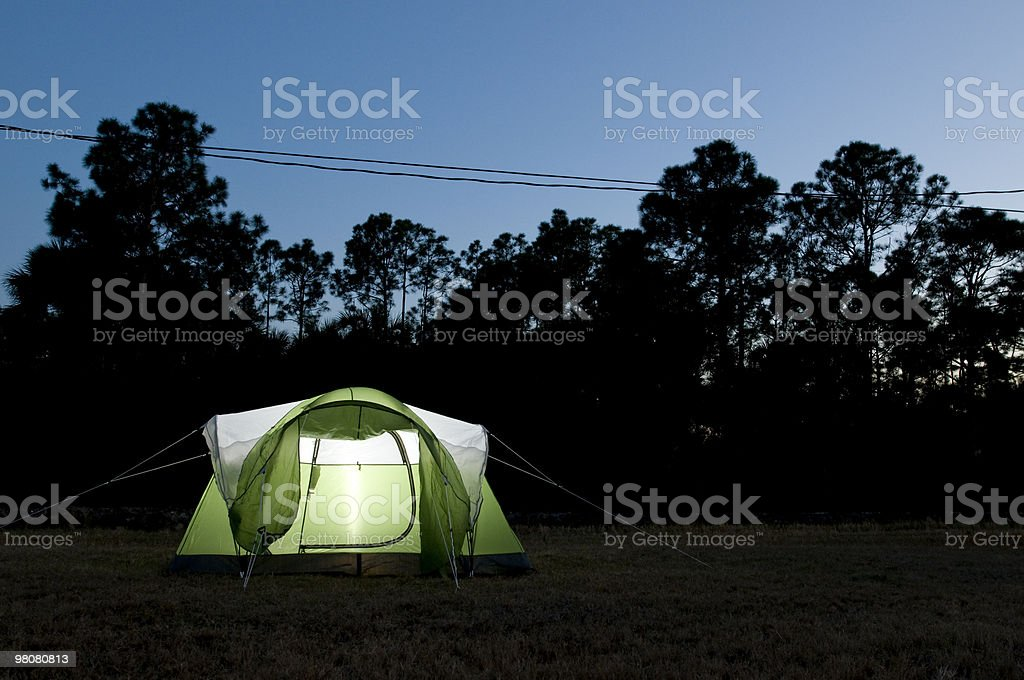 Campeggio a notte foto stock royalty-free