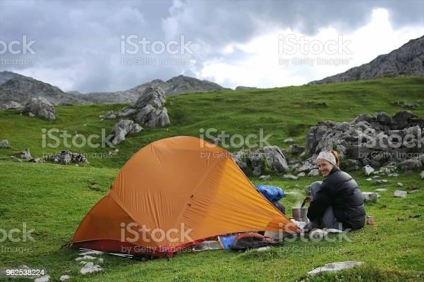 Foto de Acampamento De Preparação De Alimentos e mais fotos de stock de Acampar