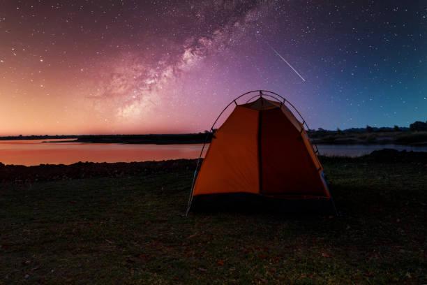 camping in afrika wildnis mit sternenhimmel - fluss sambesi stock-fotos und bilder