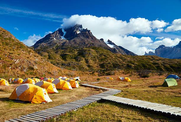 Campamento en las Torres del Paine Parque Nacional. Patagonia, Chile - foto de stock