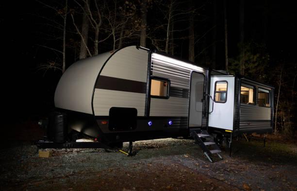 Camping-Anhänger spät in der Nacht in North Carolina – Foto