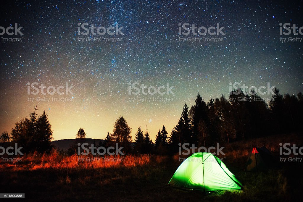 Camping under the stars. photo libre de droits
