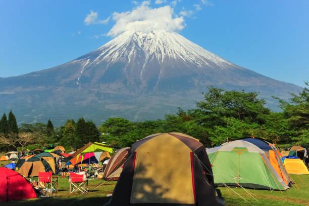 富士山ビューとキャンプ - キャンプ ストックフォトと画像