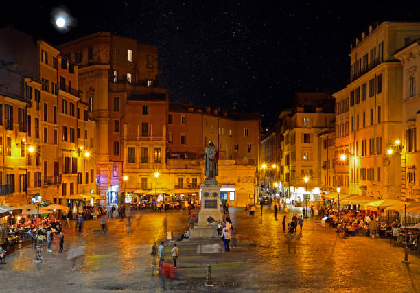 Campo dei Fiori at night with the monument to philosopher Giordano Brvno ROME, ITALY - OCTOBER 03, 2017: Campo dei Fiori at night with the monument to philosopher Giordano Brvno  in central Rome lazio stock pictures, royalty-free photos & images