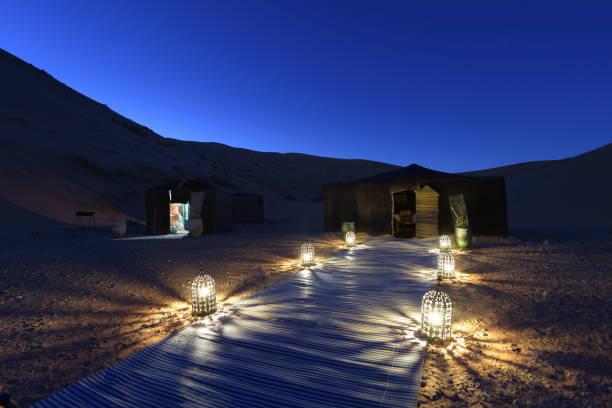 Campingplatz in der Sahara in der Nacht, Marokko – Foto
