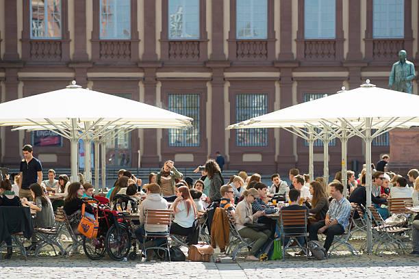 campus der universität von mannheim, deutschland - mannheim uni stock-fotos und bilder